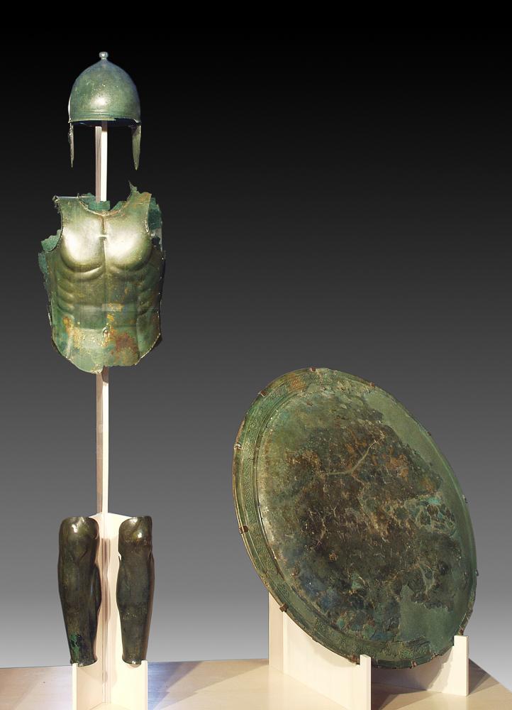 Panoplia (armatura) in bronzo. IV sec. a.C