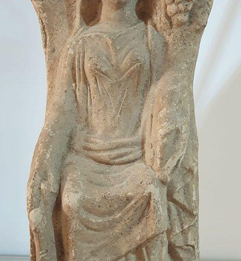 Statua in terracotta con raffigurante la Fortuna