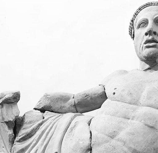 Cinerario in pietra fetida